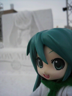 雪の白無垢ミクさん。