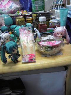 桜ミクさんのサンドとサラダ。