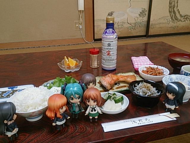 みんなで浅野丸さんの朝ごはん。