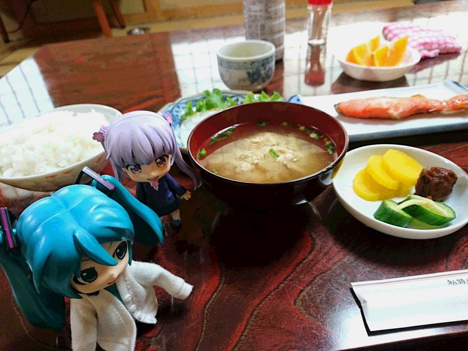 朝ごはんで浅野丸さんのつみれ汁。