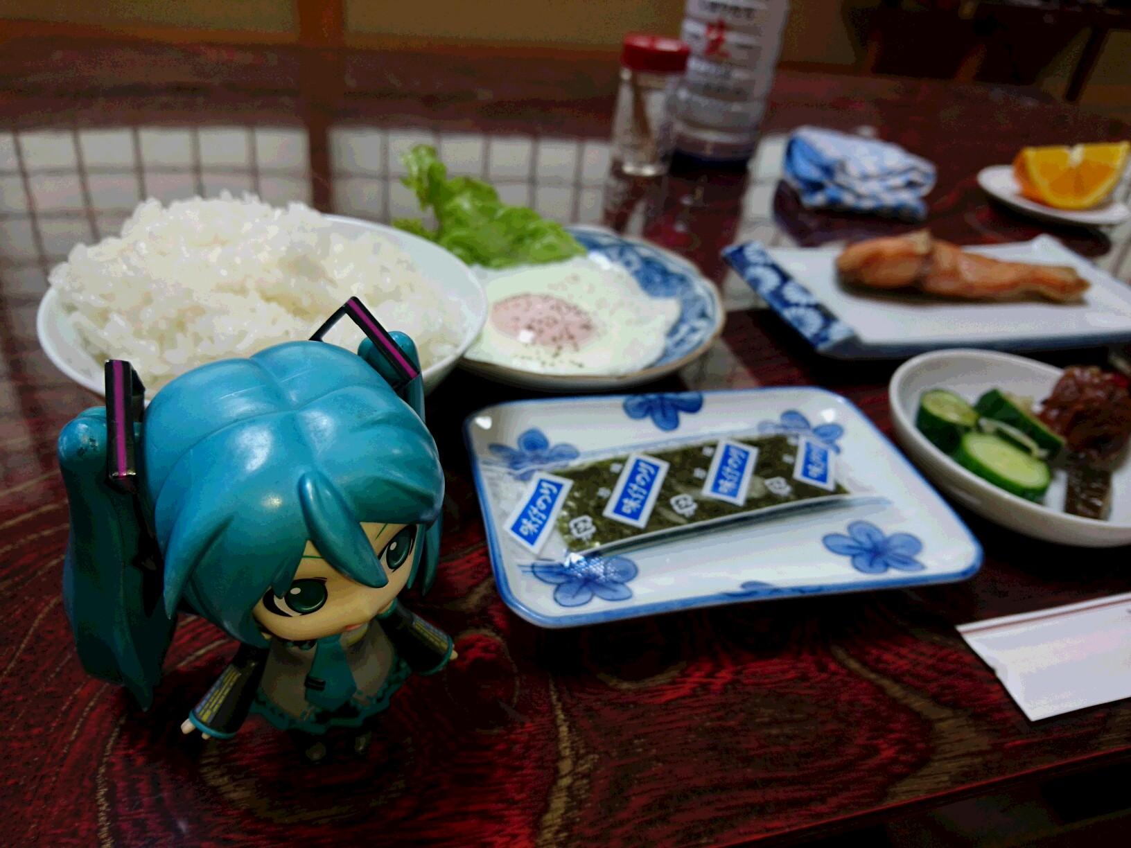 朝ごはんの浅野丸さん。
