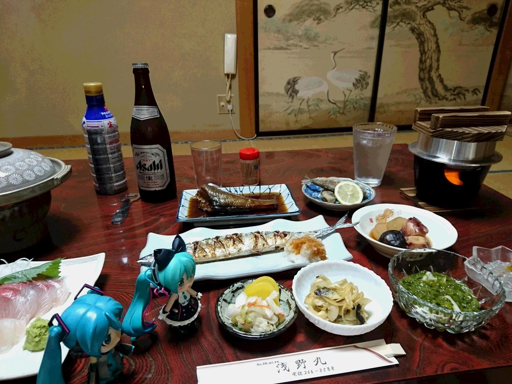 浅野丸さん晩ごはんとまくはりちゃん。