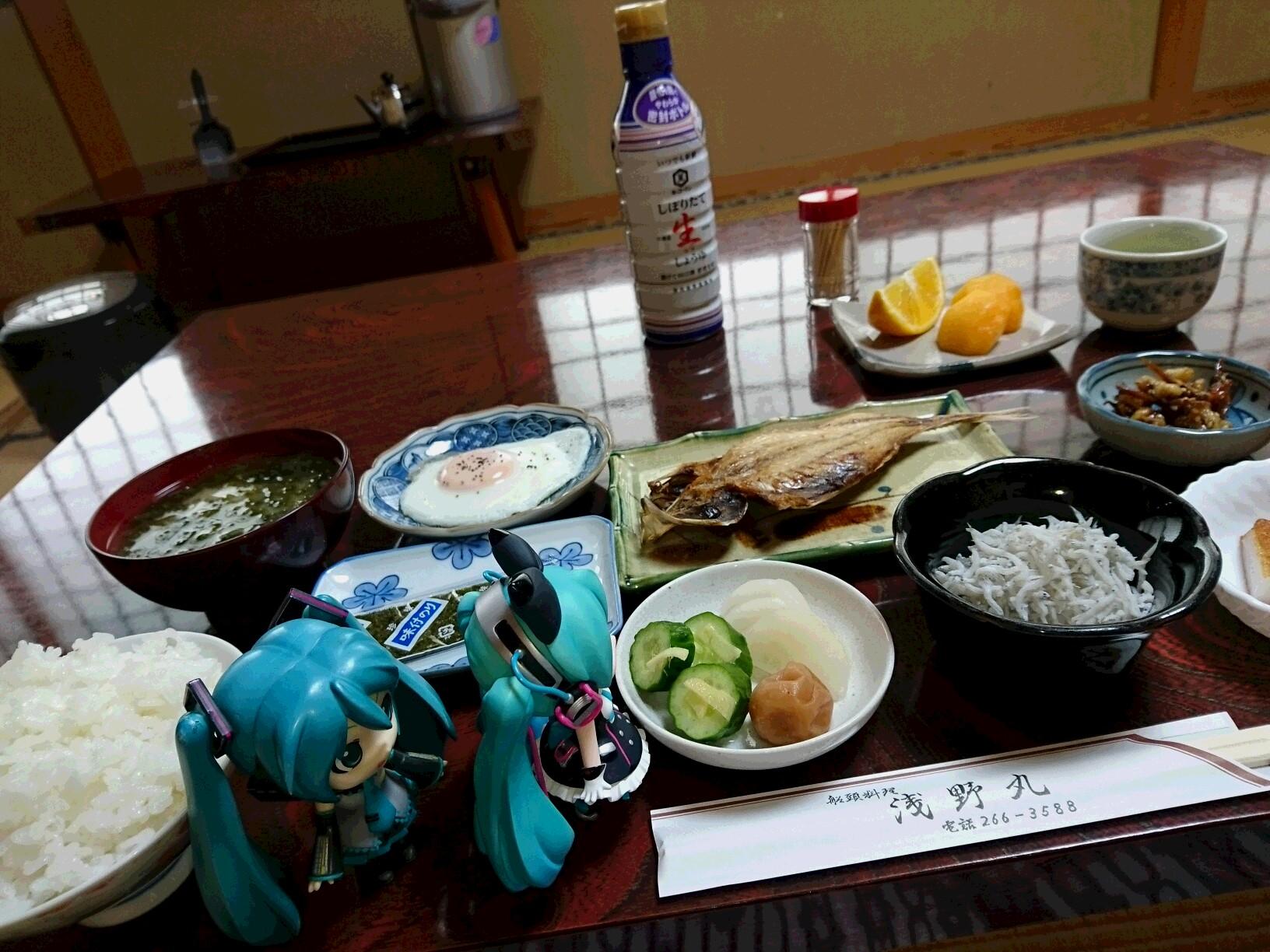 まくはりちゃんと浅野丸さん朝ごはん。