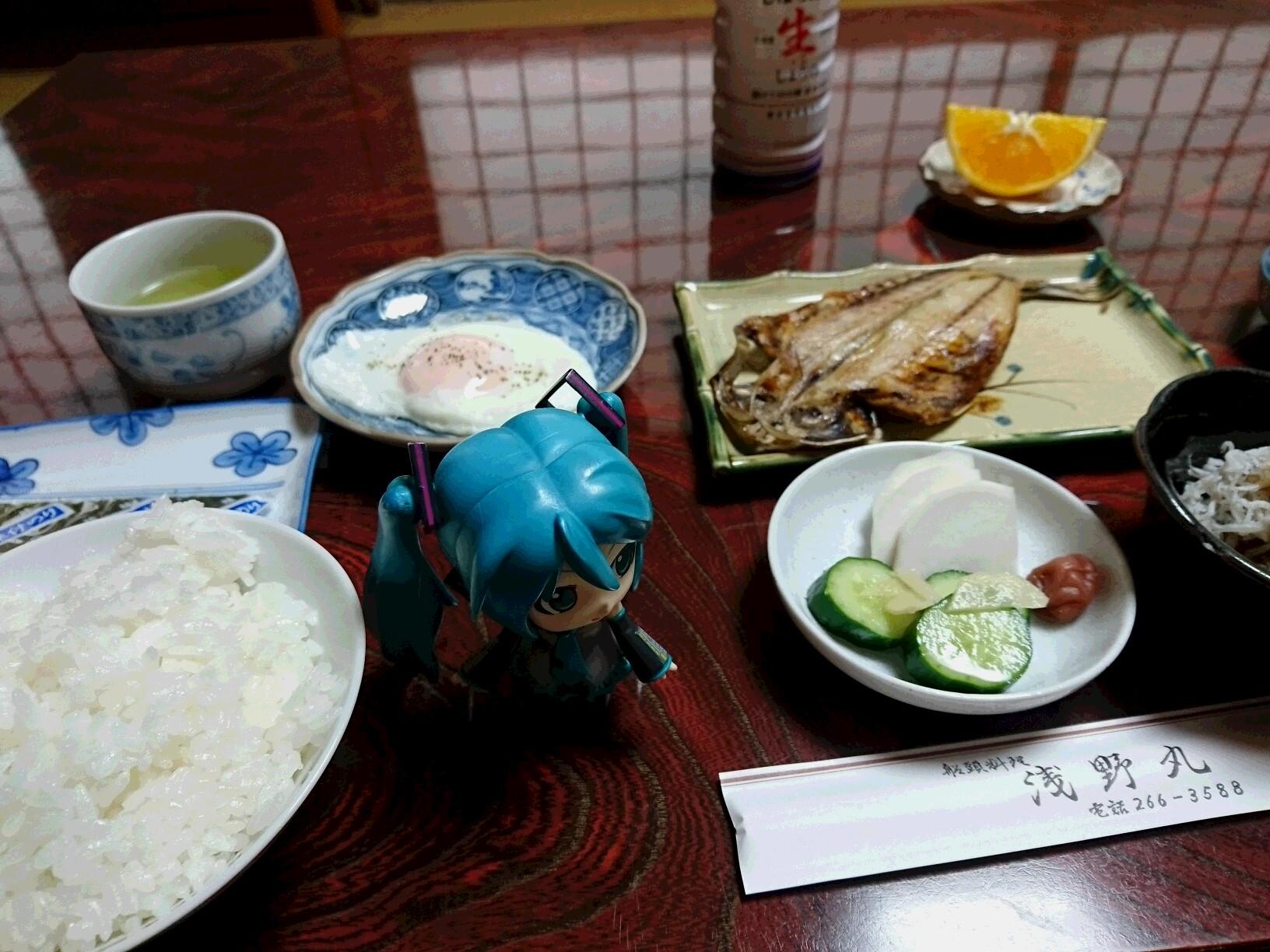 浅野丸さん朝ごはんを。